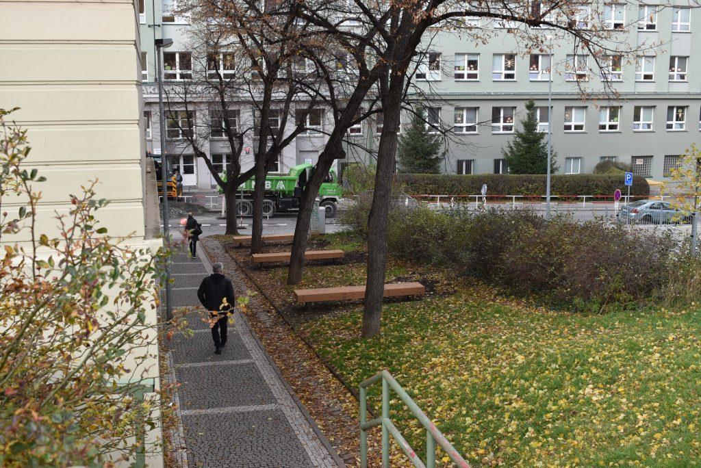Odpočinkový parčík mezi školami Pod Marjánkou a Marjánka