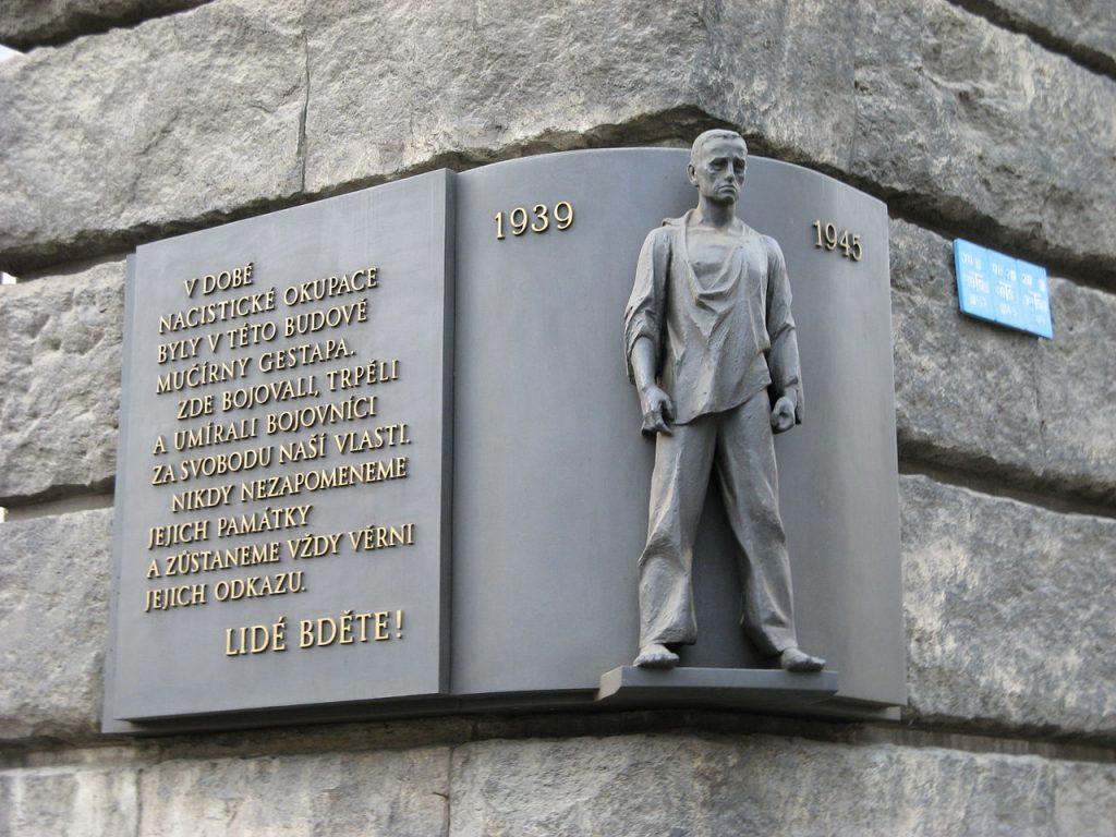 Bronzová pamětní deska majora Aloise Janotky