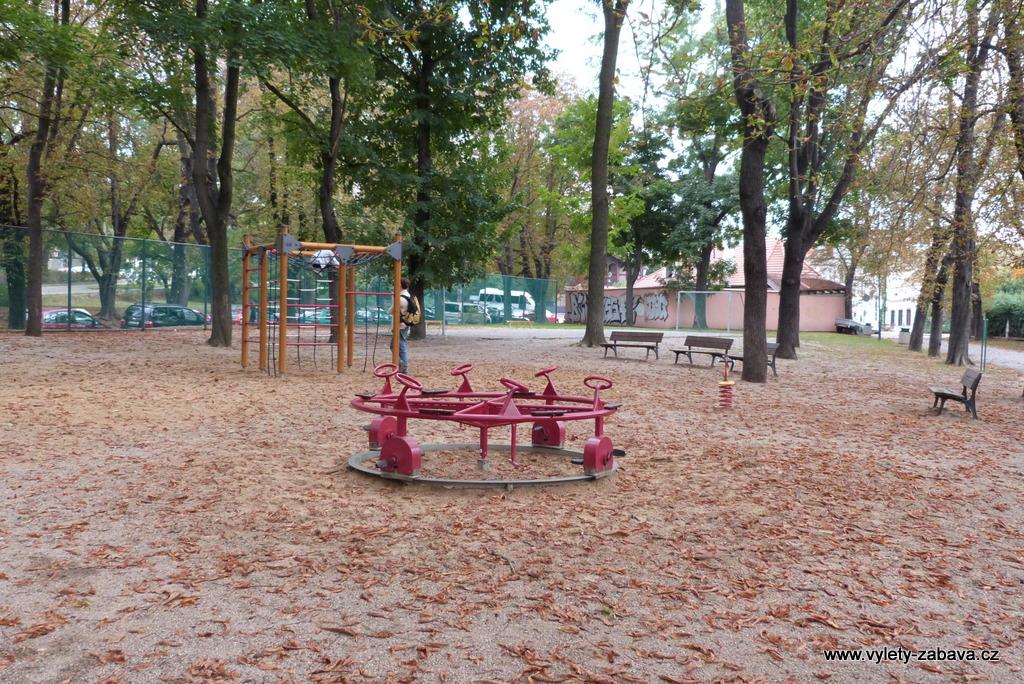 Revitalizace dětského hřiště Chotkova